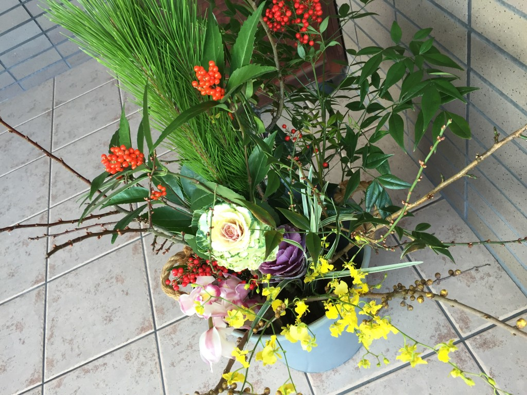 玄関先のお正月のお花