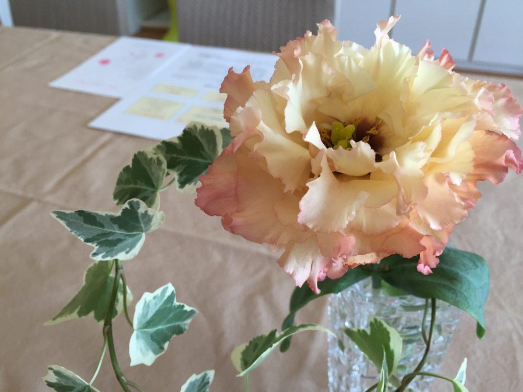 淡い花とアイビー ペアレントトレーニング
